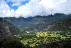 Een uiterst klein dorp in Tibet Stock Foto's