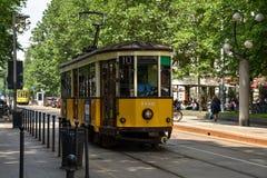 Een uitstekende tram in Milaan, Italië Stock Foto