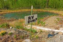 Een unieke rv-stortplaatspost in noordelijk Canada Royalty-vrije Stock Afbeelding