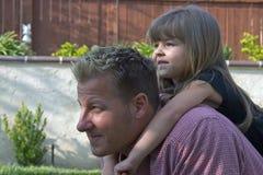 Een vader en zijn daugther stock afbeeldingen
