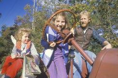 Een vader met zijn twee dochters Royalty-vrije Stock Afbeeldingen