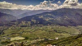 Een vallei in Noord-Montenegro wordt geplaatst die royalty-vrije stock foto's