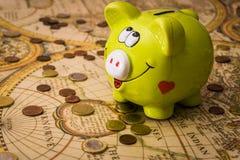 Een varken op het geld Stock Afbeelding