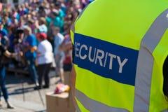 Een veiligheidsagent bij het overleg Stock Foto