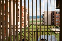 Een venster door de zonneblinden Royalty-vrije Stock Fotografie