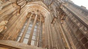 Een venster van de Kathedraal van Keulen in Duitsland stock videobeelden