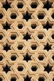 Een venster werd verfraaid met geometrische patronen in Qutb minar in New Delhi (India) Royalty-vrije Stock Afbeeldingen