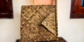 Een ventilator van bamboe wordt gemaakt dat royalty-vrije stock foto's
