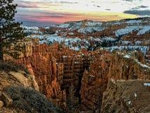 Een verbazende zonsondergangachtergrond Stock Afbeeldingen