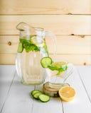 Een verjongende drank, een cocktail, thee, water met citroen, inbet, Royalty-vrije Stock Foto's