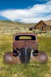 Een verlaten Chevy in het Lichaam van de woestijnspookstad, CA royalty-vrije stock afbeelding