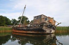 Een verlaten oude boot stock afbeeldingen
