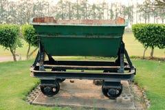 Een verlaten voertuig voor het goederenvervoer, oud mijnbouwvervoer royalty-vrije stock foto's