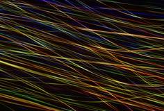Een verlichte abstracte digitale golf van niet duidelijke lichtgevende deeltjes en een flits lichteffect stock foto