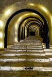 Een verlichte Tunnelingang aan St James Cavalier Centre F Stock Afbeeldingen