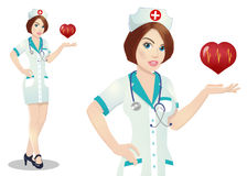 Een verpleegster houdt een medisch embleem, een symbool Op een witte achtergrond Royalty-vrije Stock Fotografie