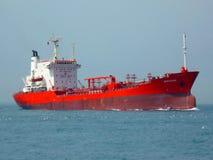 een verschepend schip door overzees royalty-vrije stock afbeelding