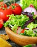 Een verse groentesalade Stock Foto's