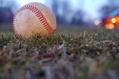Een versleten honkbal stock afbeeldingen
