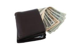 Een versleten portefeuille met een verspreiding van rekeningen Royalty-vrije Stock Fotografie