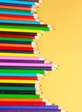 Een vertoning van kleurpotloden Stock Foto