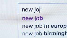 Een verzoek om een nieuwe baan die in de onderzoekslijn door werknemer worden getypt stock videobeelden
