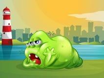 Een vet groen monster over de vuurtoren Royalty-vrije Stock Foto's