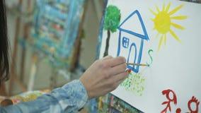 Een visie van de ideale familie de ogen van een kind Sociaal programma stock footage