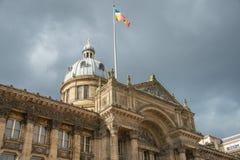 Een vlag boven het museum van Birmingham stock foto's