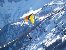Een vliegend glijscherm. stock foto's