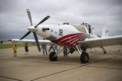 Een Vliegtuig van het Gewassenstofdoek op het Tarmac royalty-vrije stock foto's