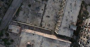 Een vlucht van een hommel over de stad stock video