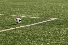 Een voetbalbal in dichtbij hoek het merken Royalty-vrije Stock Afbeelding