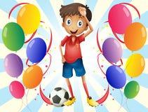 Een voetballer in het midden van de ballons Stock Fotografie