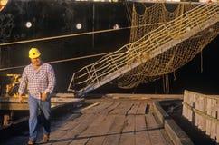 Een vrachtschip die in het Noordenkromming Oregon dokken na het kruisen in de Vreedzame Oceaan Stock Fotografie