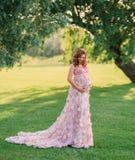 Een vrij zwangere vrouw royalty-vrije stock foto's