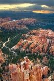 Een vroege ochtendmening van Inspiratiepunt in Bryce Canyon National Park, Utah royalty-vrije stock fotografie