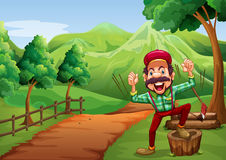 Een vrolijke houthakker dichtbij de weg die naar de heuvel gaan Stock Foto's
