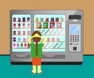 Een vrouw die in machine een voedsel en een drank kiest Stock Fotografie