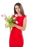 Een vrouw houdt tulpen stock foto