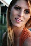 Een vrouw met grote glimlach royalty-vrije stock fotografie