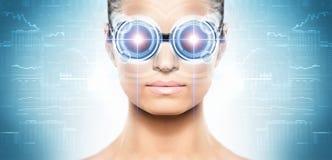 Een vrouw van toekomst met een laserhologram stock afbeeldingen