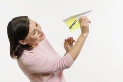 Een vrouw verzendt naar de hemel een abstract die vliegtuig door de woordarmoede wordt ondertekend Royalty-vrije Stock Afbeelding