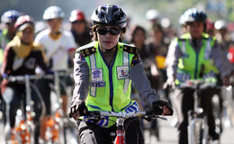 Een vrouwelijke politieman Royalty-vrije Stock Afbeeldingen