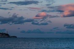 Een Vuurtoren bij schemer, dichtbij de Oceaan, Spanje, Malaga royalty-vrije stock afbeeldingen