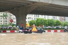 Een Waarschuwingsbord op Pham Hung Road Stock Afbeeldingen