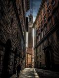Een wandeling in de straten van Siena stock afbeelding