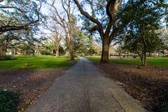 Een Warme dag bij Forsyth-Park in Savanne, Georgia Shaded door Magnol royalty-vrije stock afbeeldingen