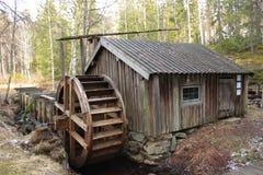 Een watermill in het Zweedse land Stock Foto
