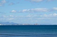 Een wateroverzees in een kustlijn niet stedelijke scène Royalty-vrije Stock Foto